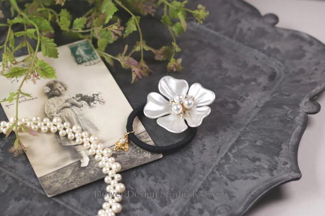 ビジューな白いお花と天使のヘアゴム お花 ヘアゴム 髪飾り お出掛け ヘアアクセサリー