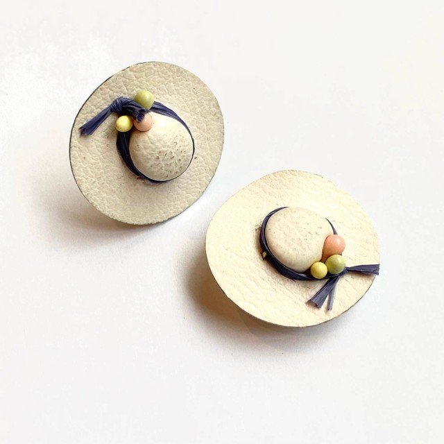 白い帽子のヴィンテージイヤリング