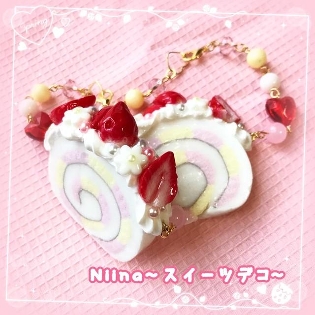 【Niina〜スイーツデコ〜】いちごロールケーキのバッグチャーム  i0502003-1