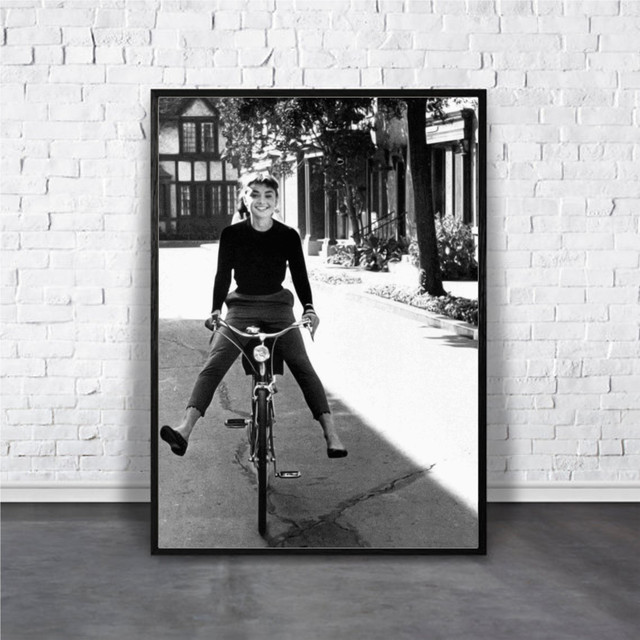 Audrey Hepburn / 【アートポスター専門店 Aroma of Paris】[AP-000181]