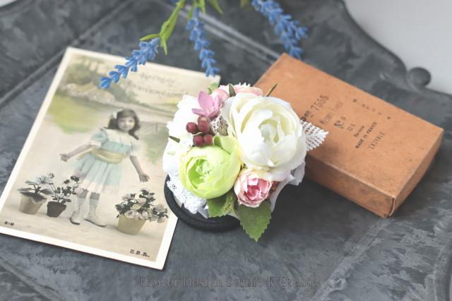 白い薔薇と黄緑のラナンキュラスのヘアゴム お花 ヘアゴム 髪飾り 白薔薇 お出掛け ヘアアクセサリー