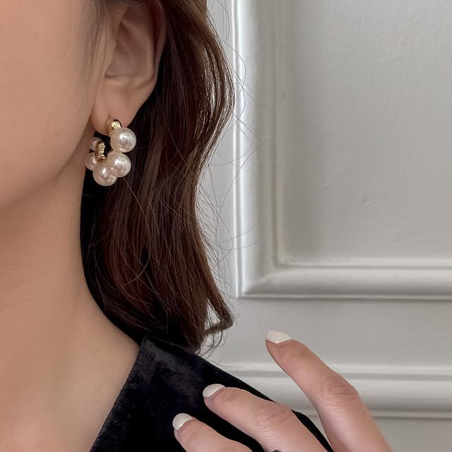 circle grape pearl pierce