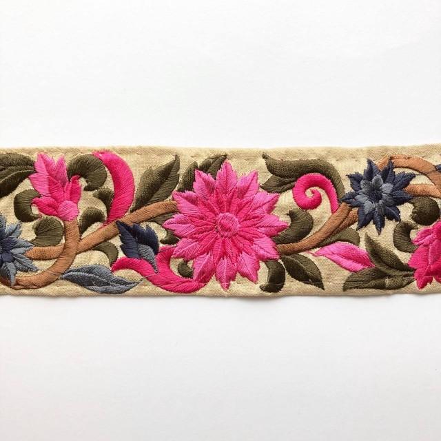 菊とツタ模様のインド刺繍リボン(2色)