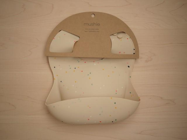【クリックポスト送料198円】 mushie Silicone Baby Bib - Vanilla Confetti(クリックポスト:2個まで  ムシエ シリコンビブ お食事スタイ よだれかけ)