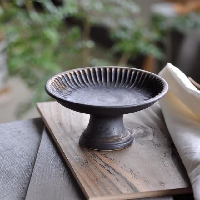石渡磨美さん | 木瓜プレートL 黒唐金