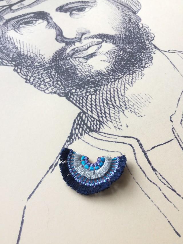 ARRO / 刺繍 ブローチ / bloom / navy