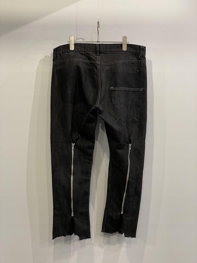 TrAnsference back zip shaped denim pants - fade black