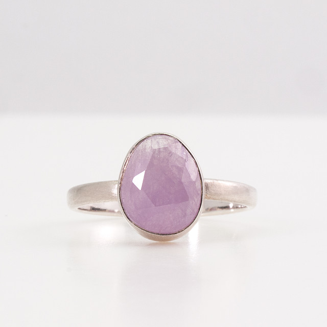 Sapphire candy ring / Grape