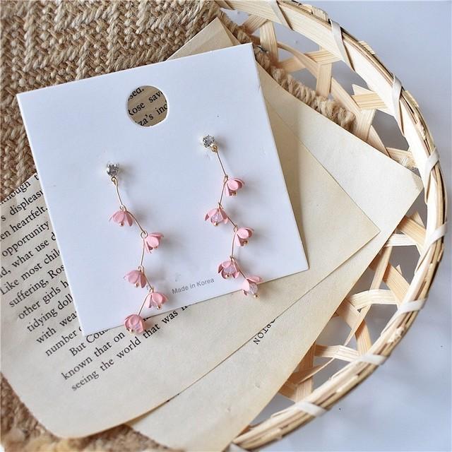 ピンクの小花ピアス *mi00085