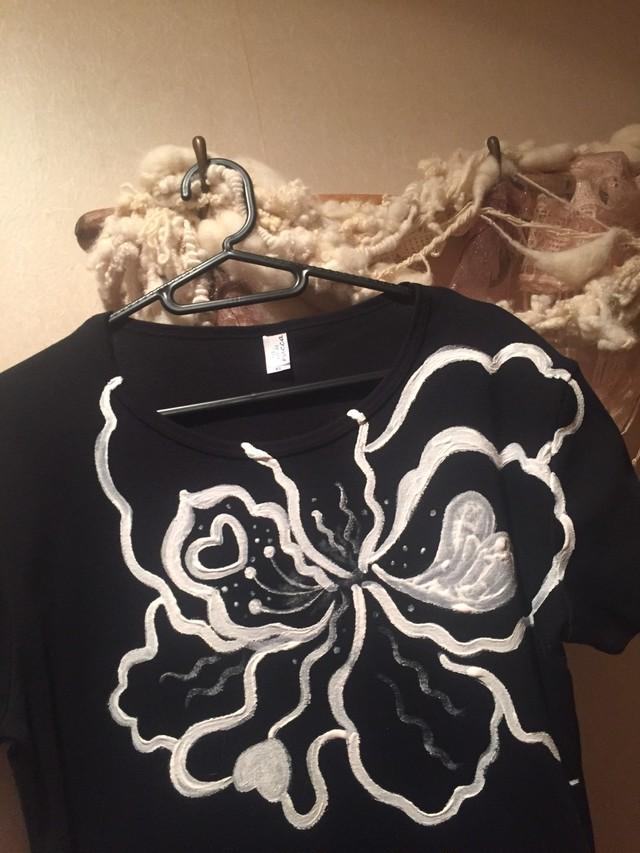 花シリーズ ラブリーハイビ❤黒地に白  手描きTシャツ