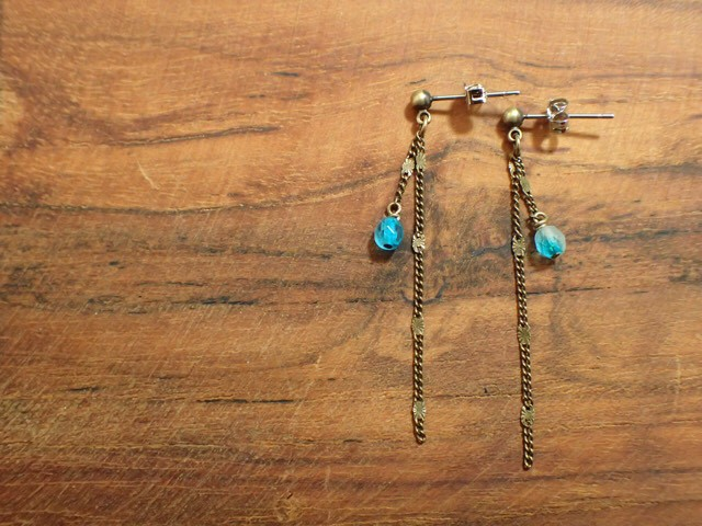 two cotton pearls earrings antique color
