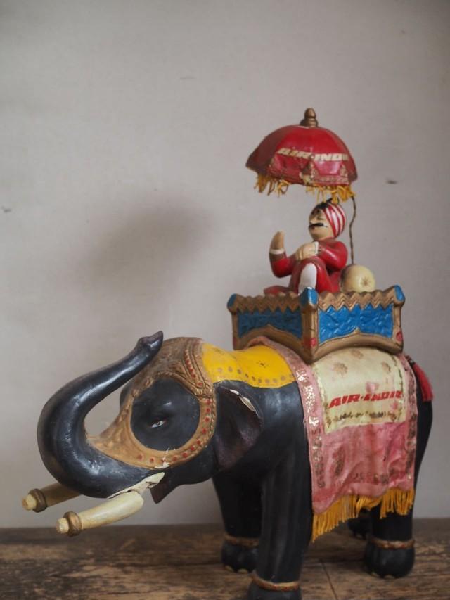 AIR INDIA の象に乗ったマハラジャおじさん