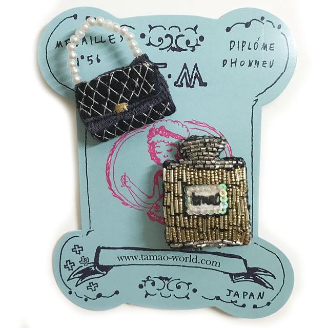 刺繍ミニブローチハンドバッグと香水瓶