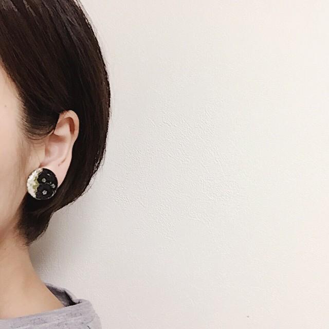 【終了】(小)ネモフィラのバイカラーイヤリング/ピアス