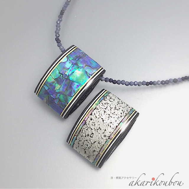 螺鈿とプラチナ箔のリバーシブルペンダント Reversible pendant of mother-of-pearl and the platinum foil