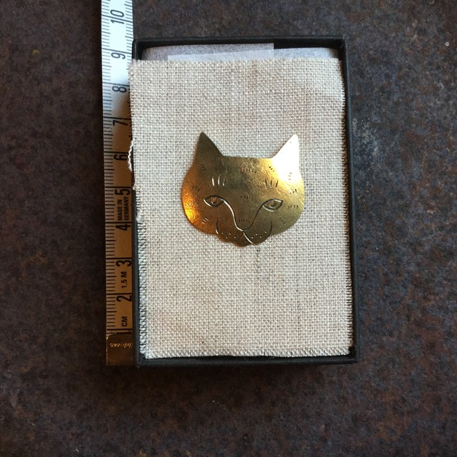 okazari cat pin broach B