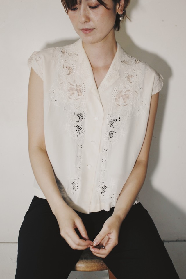 1950-60s French Vintage Hand Embroidered Silk Blouse