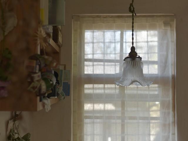 シンプルさが可愛い小ぶりのランプシェード