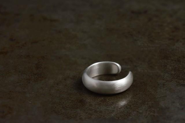 甲丸のイヤーカフ / silver / 片耳[シルバー]