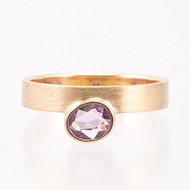 Sunrise ring / Oval sapphire