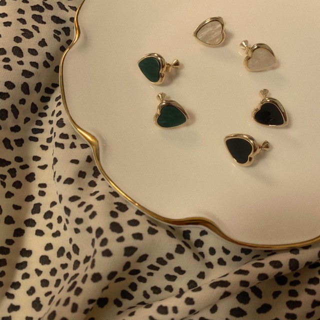 5/22 NEW heart stone earring