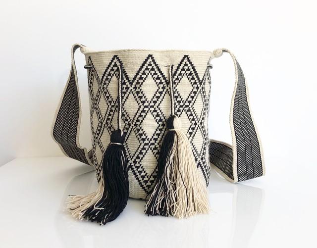 ワユーバッグ(Wayuu bag) Exclusive line Mサイズ Kinchaku