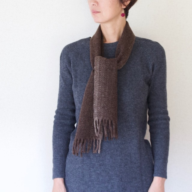 手紡ぎ手織りのマフラー〈やわらかタイプ〉(ダークブラウングラデーション)