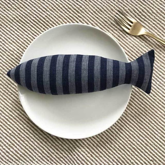 猫 おもちゃ マタタビ入 お魚けりけり  マタタビキッカー リトアニアリネン ストライプ