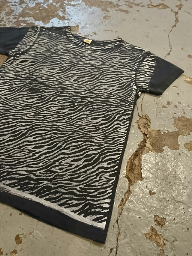 "FILTH MART ""ZEBRA TEE"" Color BLACK"