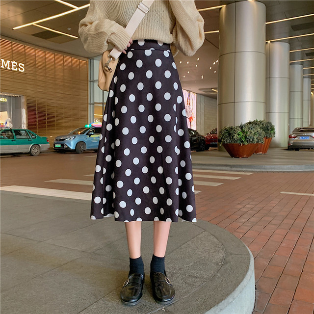 【bottoms】ハイウエスト無地着やせリラックスした雰囲気スカート 24385025