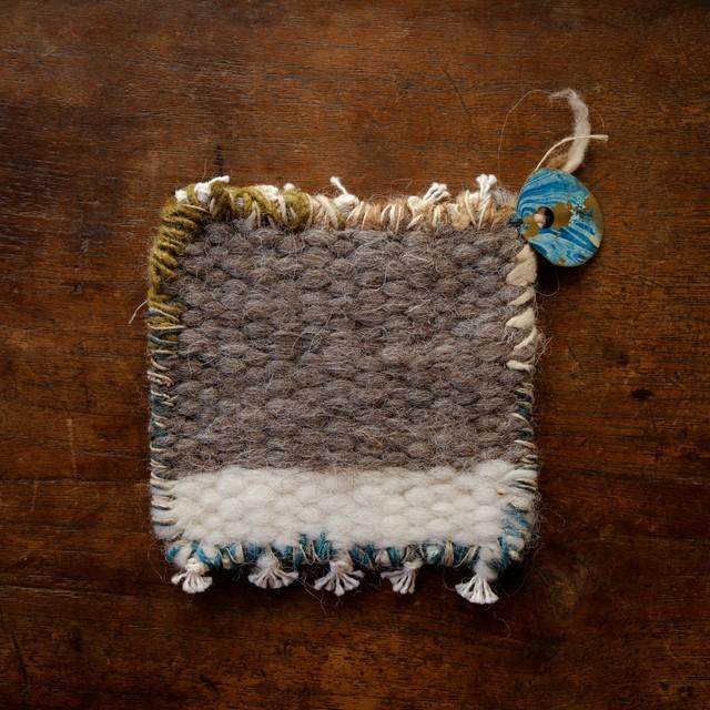 l'isle + beige 手織りウール 糸かざりマット 2