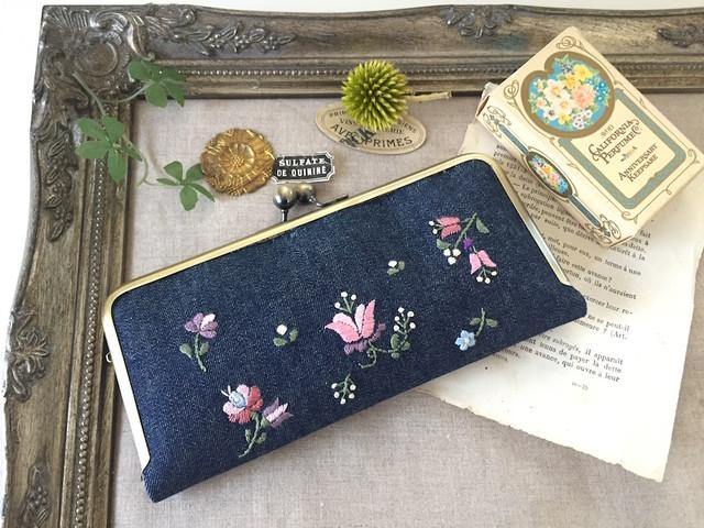 刺繍のがま口長財布(デニム・ナチュラル)