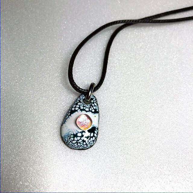 七宝焼 和調ペンダント オーロラガラス付(黒)