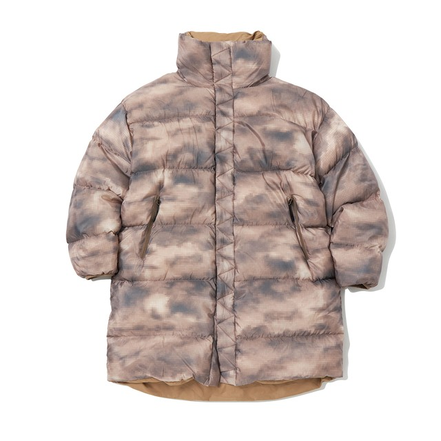 CLOUD CAMO PRINTED REVERSIBLE DOWN COAT - BEIGE