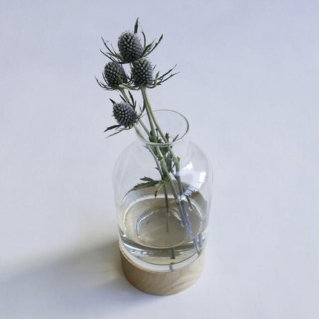 木目とガラスの組み合わせがおしゃれ。リューズガラス フラワーベース ボトルW/WOOD STAND
