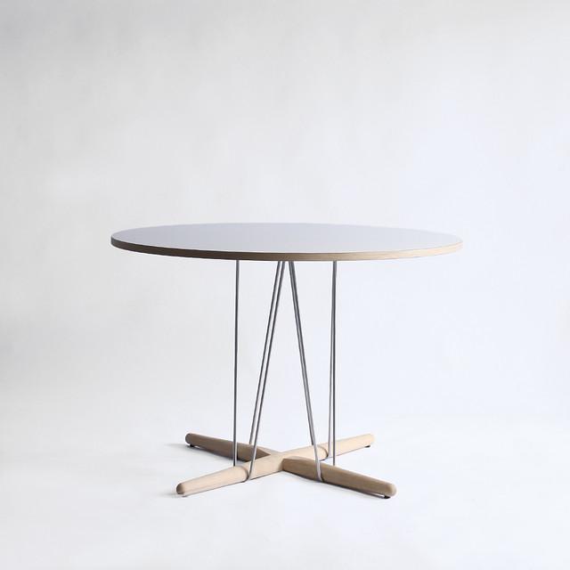 【展示品】カールハンセン & サン E020 Embrace Table Φ110 Oak / WH ソープ仕上