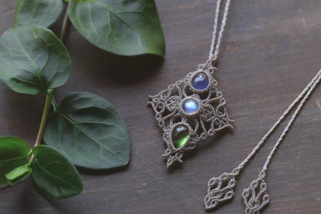 [Tanzanite]&[Moonstone]&[Peridot]  Pendant 〜The Leaf 〜