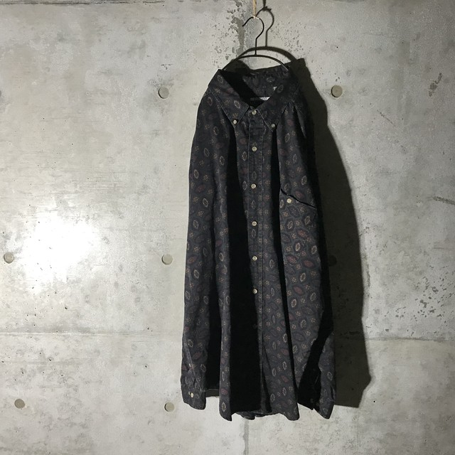 [used] dark green like paisely shirt
