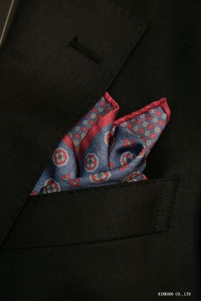 大小の小紋のリバーシブルポケットチーフ赤の縁取りがポイント。 イタリア老舗ネクタイメーカーALBENIアルベニ社製