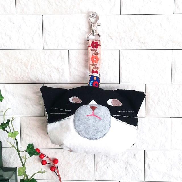 猫さんそのものポーチ 吊り下げ金具付き ハチワレさん