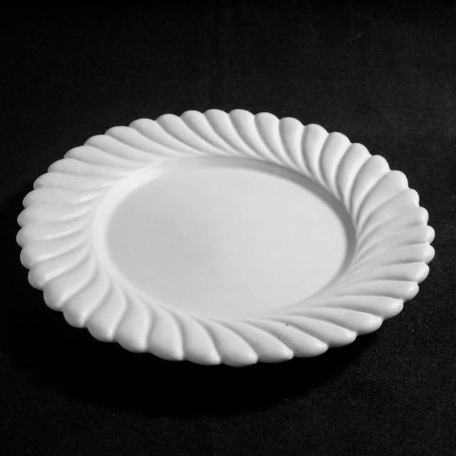 ひねり輪花リム皿 L