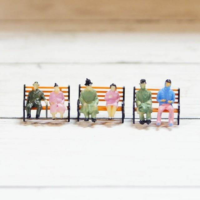 ミニサイズ 腰掛ける人々 高さ2.0cm 全6種類 ミニチュア ジオラマ 動物模型 苔テラリウム おもちゃ フィギュア