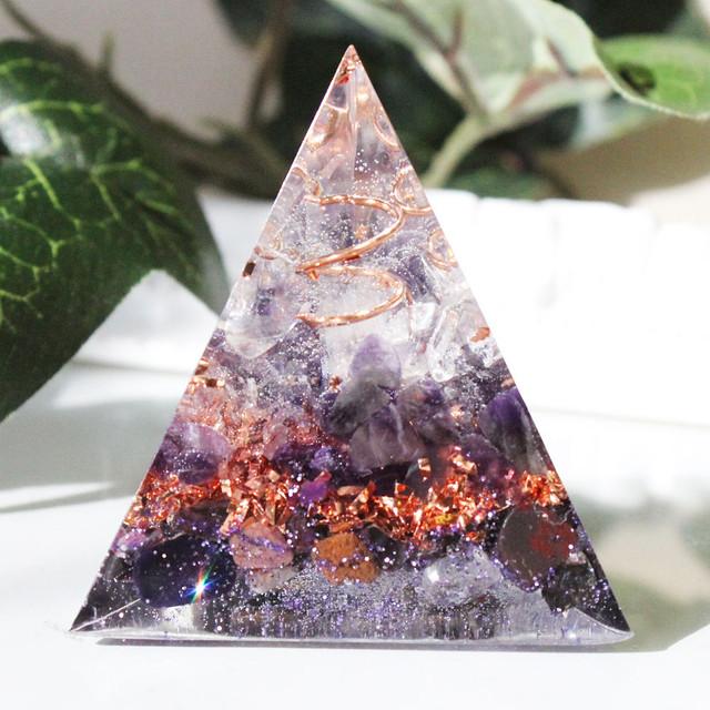 三角錐型オルゴナイト ガーネット&ピンクトルマリン 生命力UP・勝利・愛情