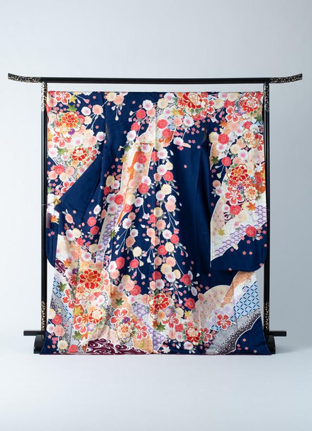 振袖 青 水色 モダン柄 華やか 多種多様の花と柄 お仕立て済