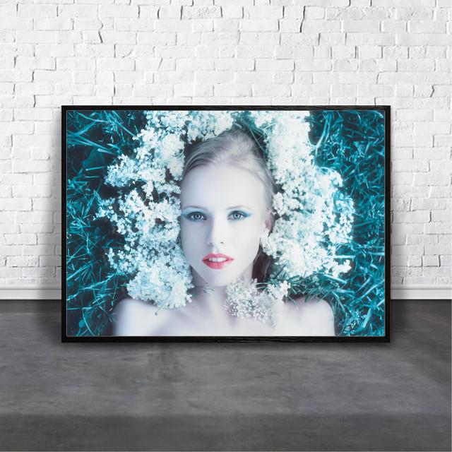 アートポスター Girl with flowersデザイン