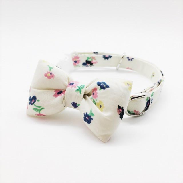 白地にカラフルな小花がかわいいぷっくりリボンの猫の首輪-リバティ♫Straccato-白【cat_2018】