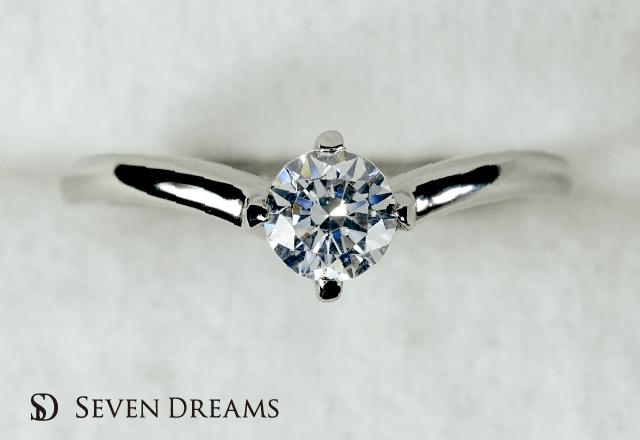 プラチナ婚約指輪 4ポイントVシェイプエンゲージリング