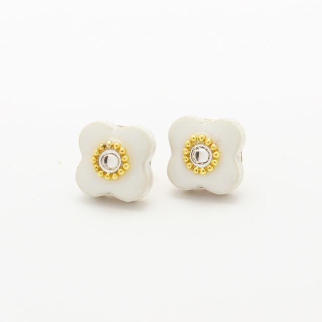 伝統工芸品 美濃焼 小花のビジュー イヤリング&ピアス ホワイト