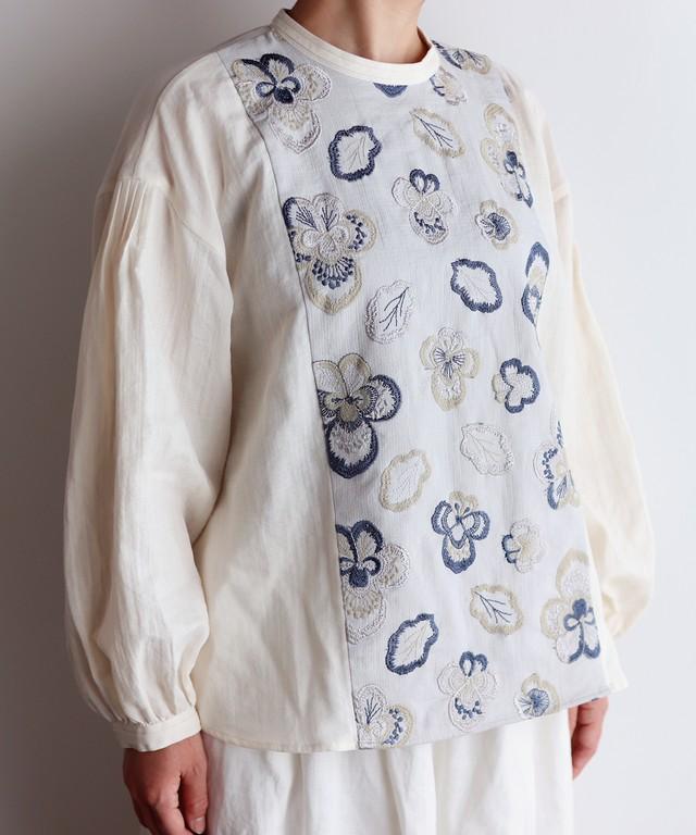 ビオラ刺繍切替プルオーバーブラウス(mub903)