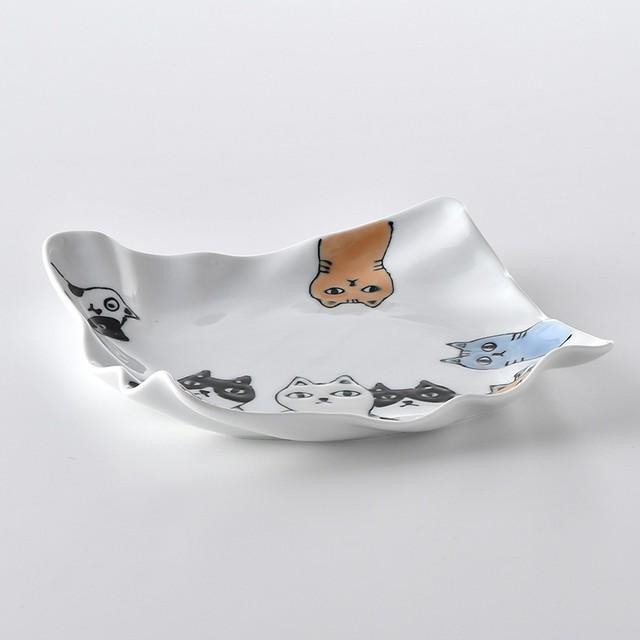 ネコ会議 波角大皿